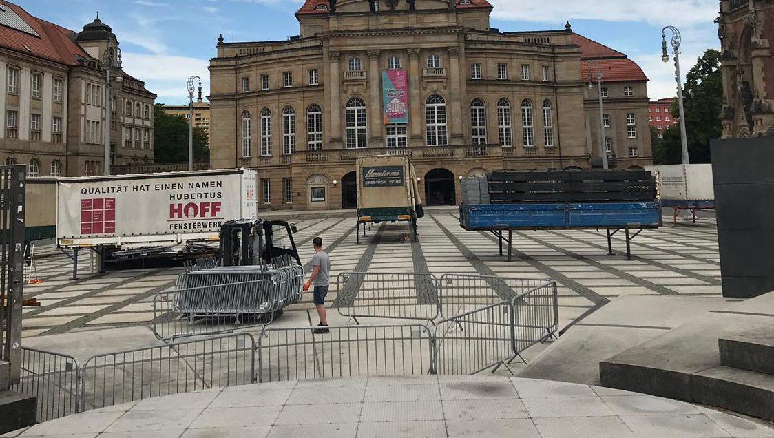 Lastwagen auf dem Theaterplatz