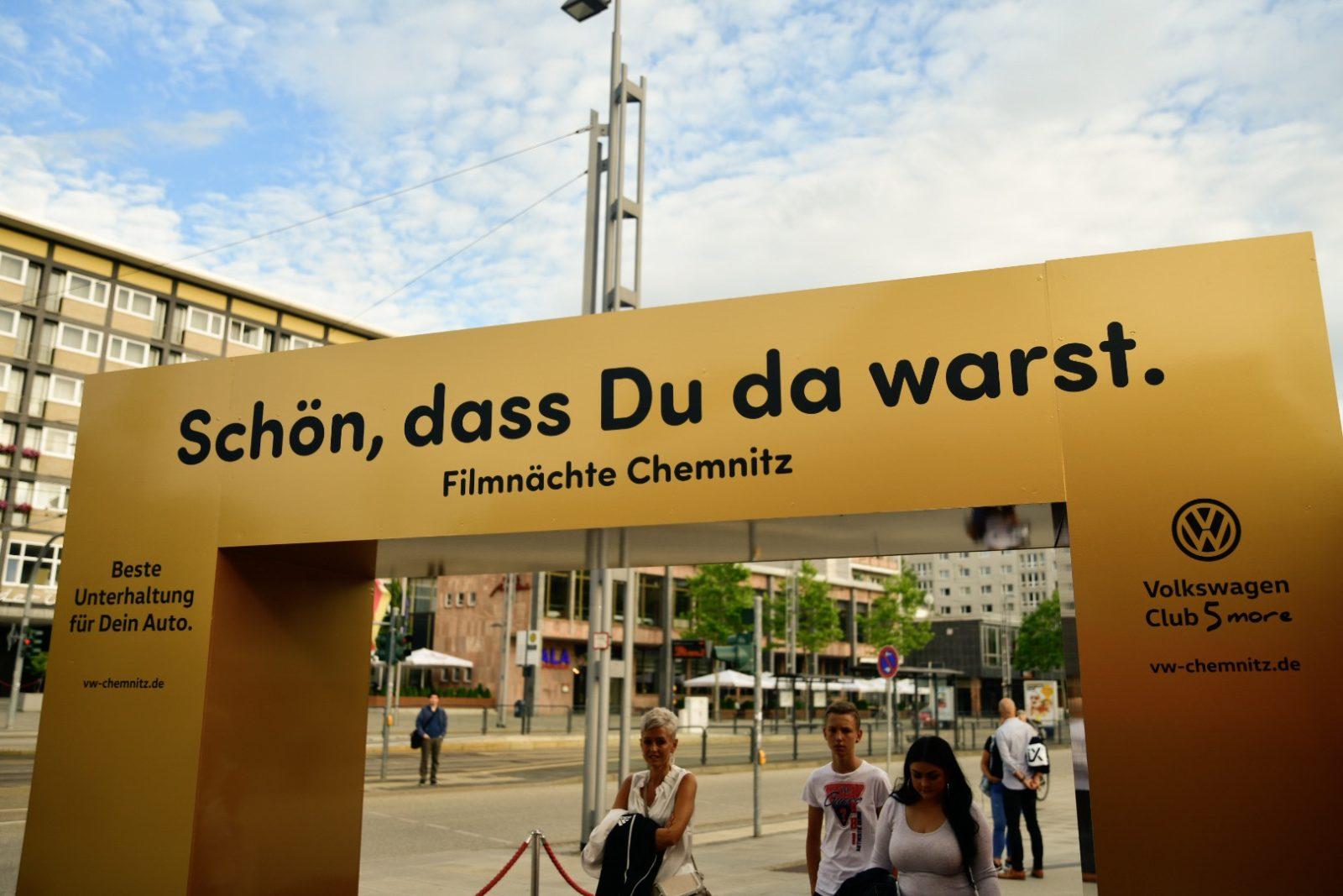 """Ausgang der Filmnächte Chemnitz mit Schrifttafel """"Schön, dass Du da warst."""""""